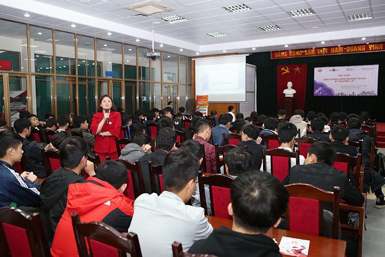 """Khoa CNTT tổ chức Hội thảo """"Định hướng nghề nghiệp trong kỷ nguyên 4.0"""""""