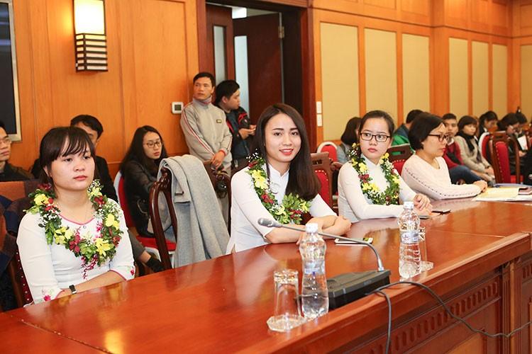 Khuất Thị Ngọc Ánh nhận phần thưởng Nữ sinh viên tiêu biểu trong lĩnh vực kỹ thuật năm 2017